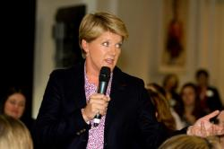 Clare Balding calls on us to #beagamechanger via The Women's Sports Trust